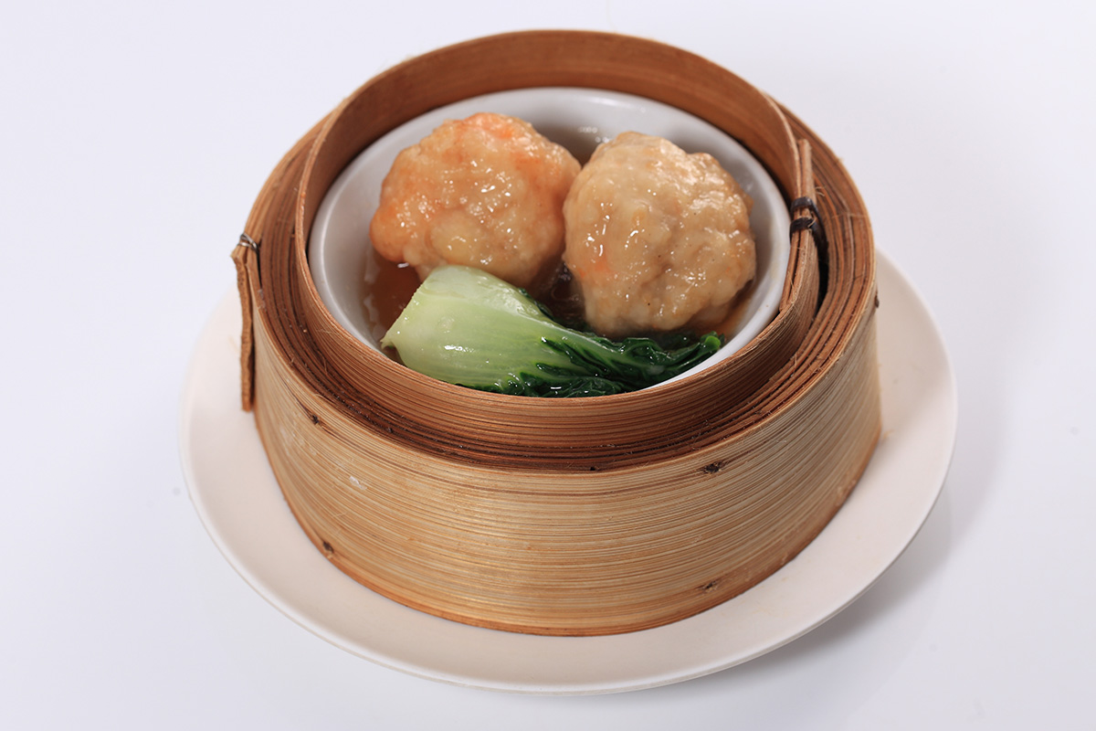 Steamed Shrimp Balls with Pak Choy Cabbage: 70 Baht